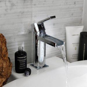 Μπαταρίες μπάνιου και αξεσουάρ