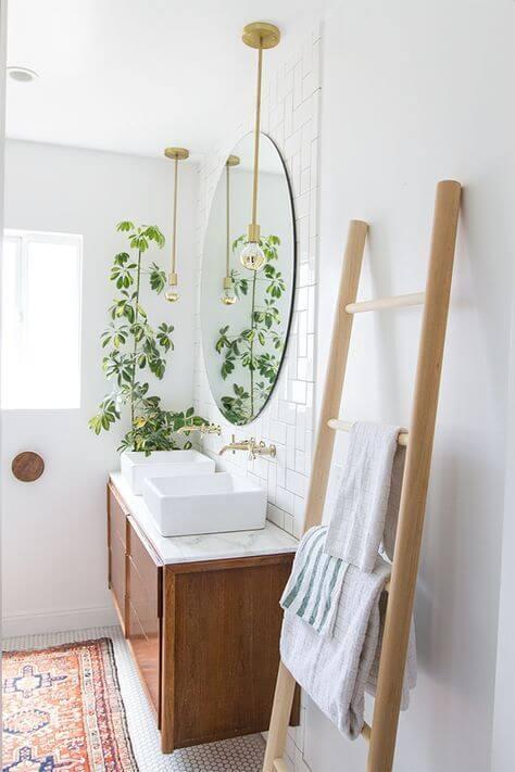 ξύλινη σκάλα για το μπάνιο
